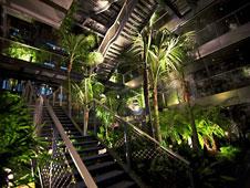 este nuevo proyecto de ateliers jean nouvel y ribas u ribas est compuesto por dos torres de metros de altura unidas por un restaurante