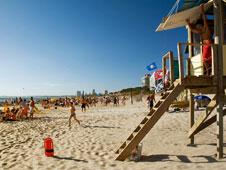La escultura de La Mano, ubicada en la Playa Brava de Punta del Este, es una de las se�as de identidad de la ciudad.