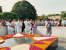El Raj Ghat (Nueva Delhi), donde reposan las cenizas de Mahatma Gandhi.