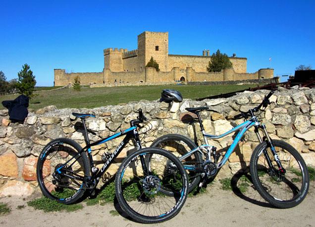 Los paisajes medievales de Segovia son perfectos para recorrerlos sobre dos ruedas.