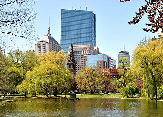 El r�o Charles con la Prudential Tower de Boston al fondo. Foto cortes�a del GBCVB.