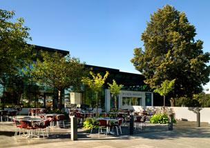 El actual Museo Munch en Oslo y una de las versiones de 'El grito'.