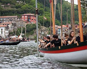 Escuela de navegaci�n en la Factor�a Mar�tima Vasca.   Fotos: Mendi Urruzuno.