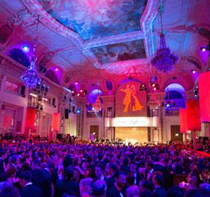 El vals, antiguamente danza obscena, hoy baile imperial y gran evento en Viena.