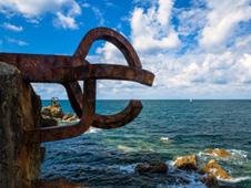 El Peine del Viento, situado junto a la playa de Ondarreta, fue reabierto al p�blico. Foto: Shutterstock.