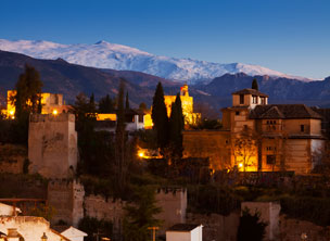 La Alhambra y Sierra Nevada al fondo.   Foto: Shutterstock.